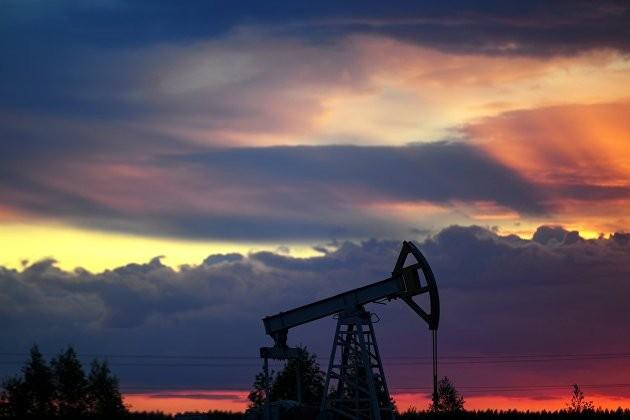 Эксперты объяснили, почему доллар не падает при дорожающей нефти