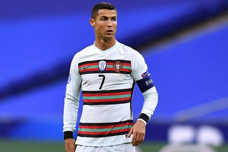 Почему Криштиану Роналду использует футболки с длинным рукавом
