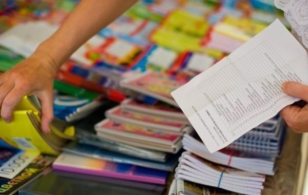 В Минтруде разъяснили порядок выплат пособий в размере 10 тысяч рублей на школьников