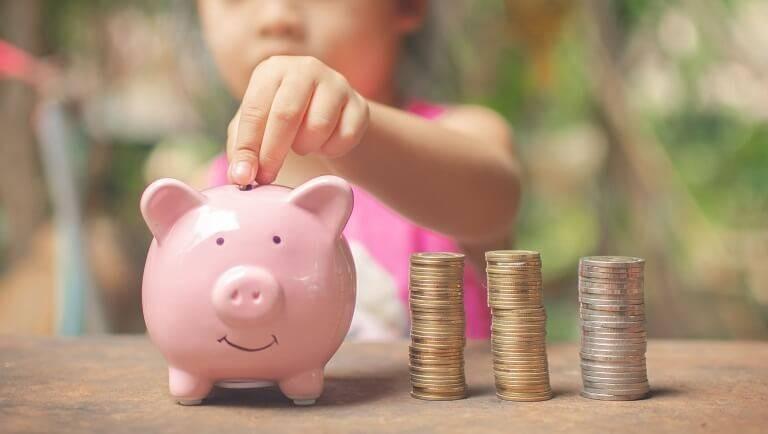Почему к одним людям деньги сами плывут в руки, а другим сложно разбогатеть