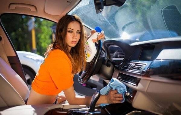 Простые лайфхаки, которые помогут держать салон машины в чистоте