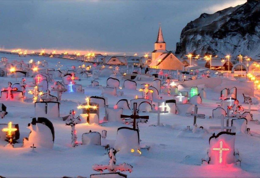 Зачем исландцы подсвечивают неоном кладбища