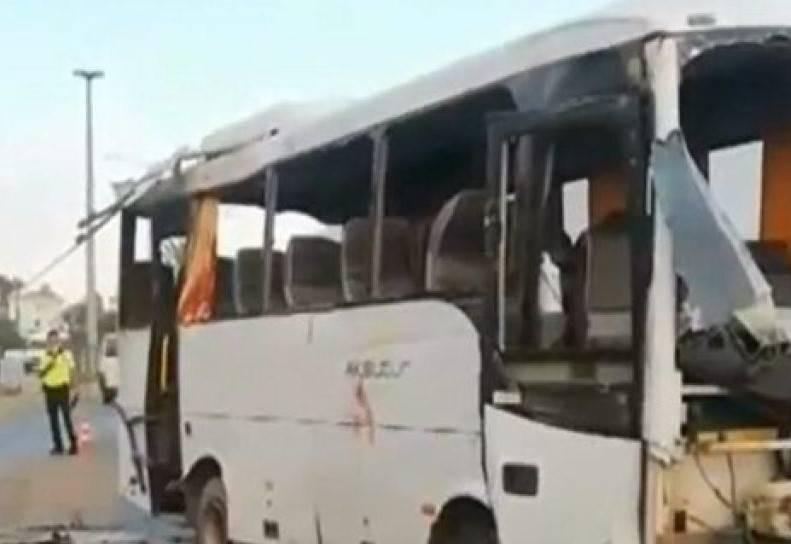 Автобус с российскими туристами, двигавшийся в аэропорт, перевернулся в Турции