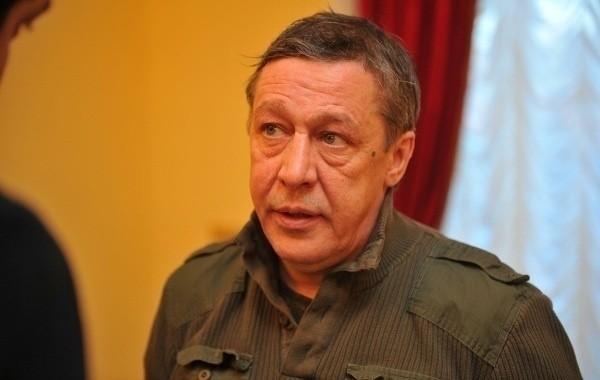 Михаилу Ефремову приходится нелегко в тюрьме