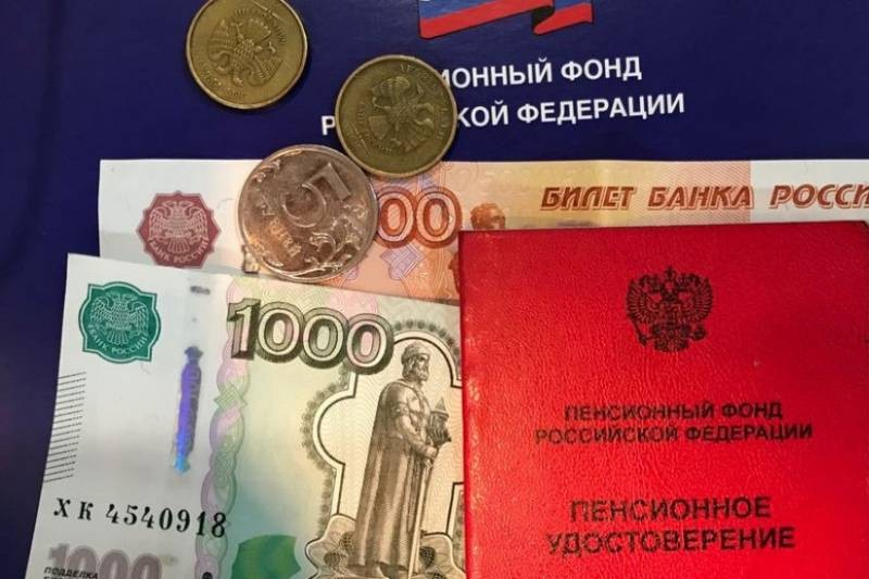Пенсионерам выплатят по 10 тысяч рублей из пенсионных накоплений