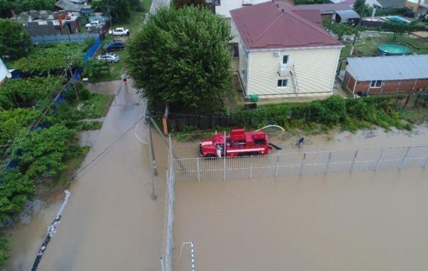 В Новороссийске из-за сильного дождя подтопило 20 домов
