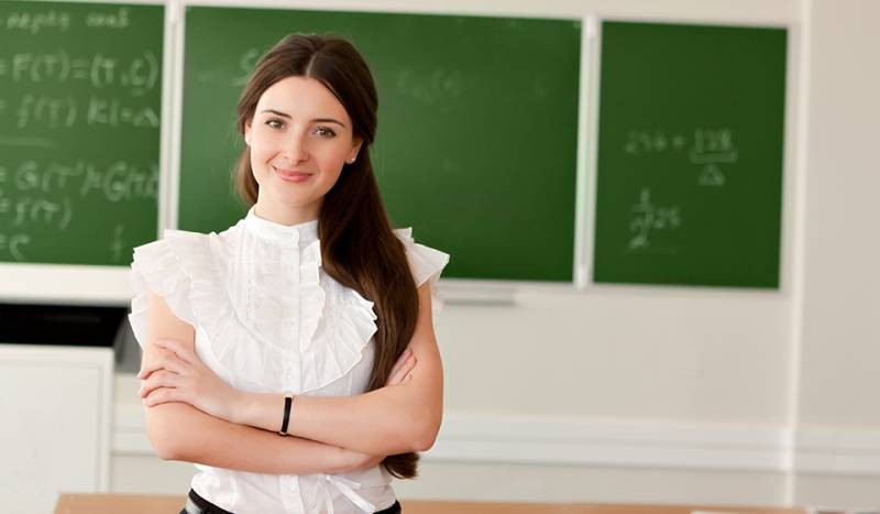Какого числа отмечают День учителя в России в 2021 году и что лучше не дарить педагогам