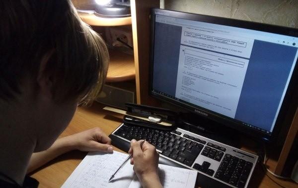 В России некоторые школы переводят на дистанционное обучение из-за коронавируса