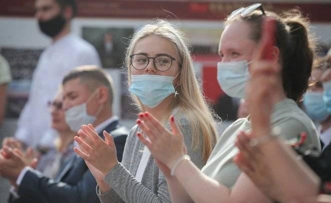 Новый рост заболеваемости COVID-19 вынуждает регионы вводить новые ограничения