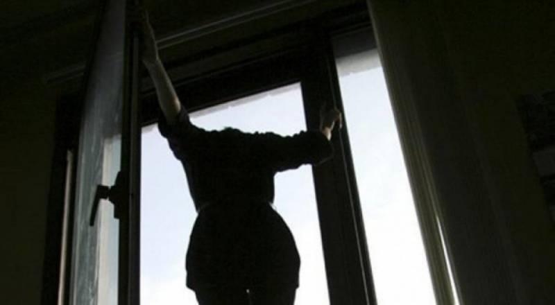 Убила себя и малышей: в Москве женщина выпрыгнула из окна 19 этажа с двумя детьми